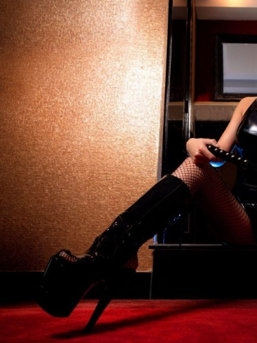 Sex advertentie van kinky meesteres escort Carina (25) in Amersfoort - Foto: 3