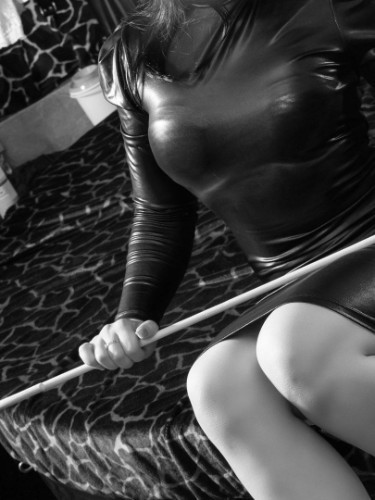 Sex advertentie van kinky meesteres escort Isabella (25) in Den Haag - Foto: 3